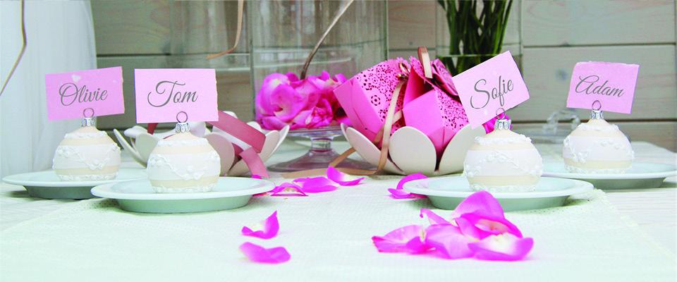 Svatební dekorace jmenovka krémová. Ručně malovaná skleněná baňka.