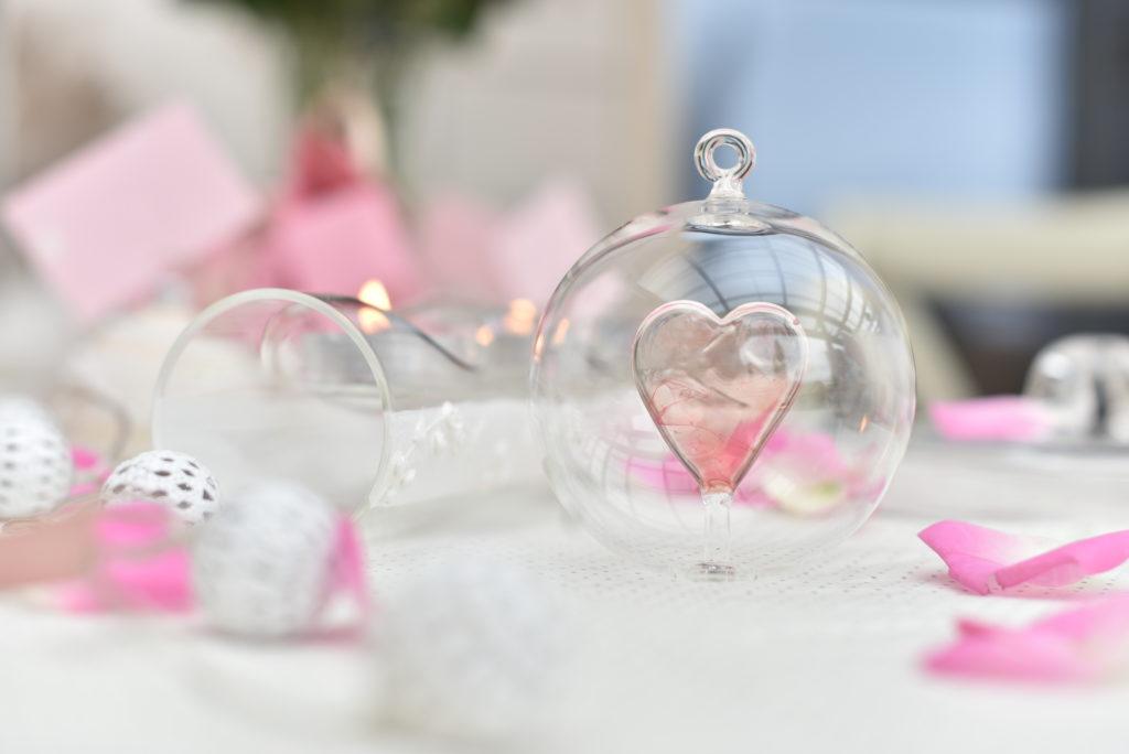 Originální svatební dar. Skleněné srdce v baňce.