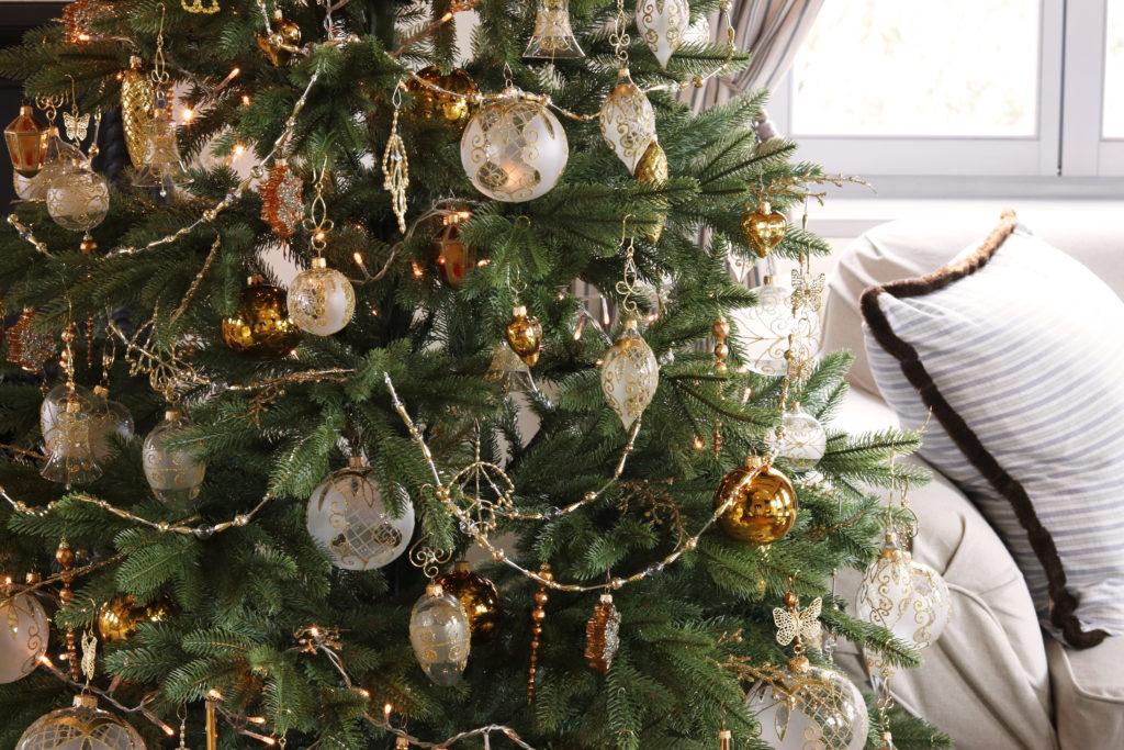 Vánoční ozdoby na stromečku. Ručně malované skleněné dekorace.